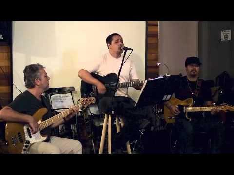 Veja o video – Odara (Caetano Veloso) / Acredite ou não (Lenine)