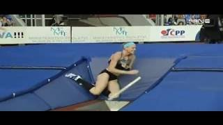 Pole vault break - Sandi Morris crashes hard