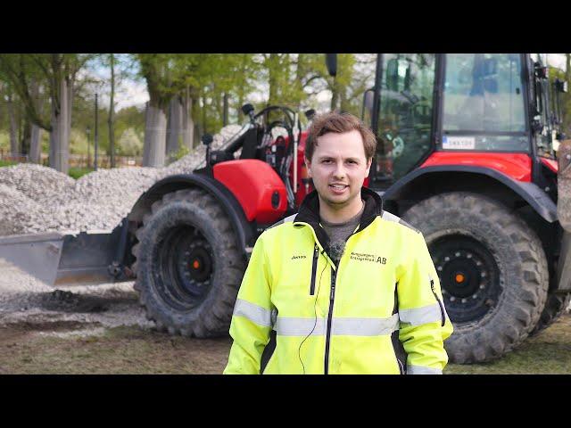 Kungsängen Entreprenad AB kör med Huddig grävlastare med maskinstyrning från MOBA i Stockholm
