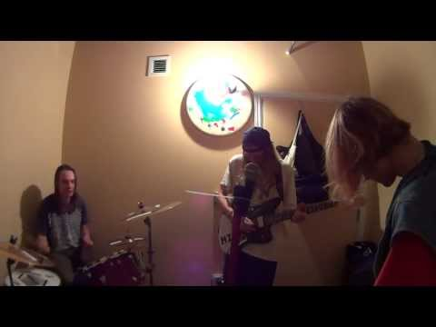 "DIIV - ""Dust"" rough idea demo in the practice space"