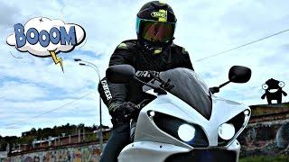 Скоростная езда в дождь на мотоцикле 4к || Работа Yamaha TCS