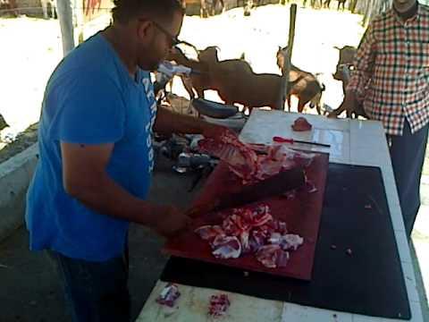 Incre ble como pica la carne de chivo youtube for Como cocinar carne de chivo
