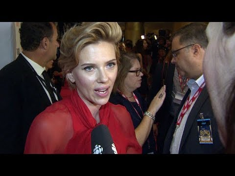Scarlett Johansson vs. Drops Transgender Movie Role After Backlash