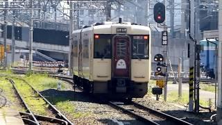 長野駅を出発する飯山線観光列車「おいこっと」キハ110系車両