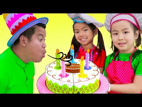 Emma & Jannie Pretend Play w/ Surprise Party & Happy Birthday Cake Kitchen Food Toys