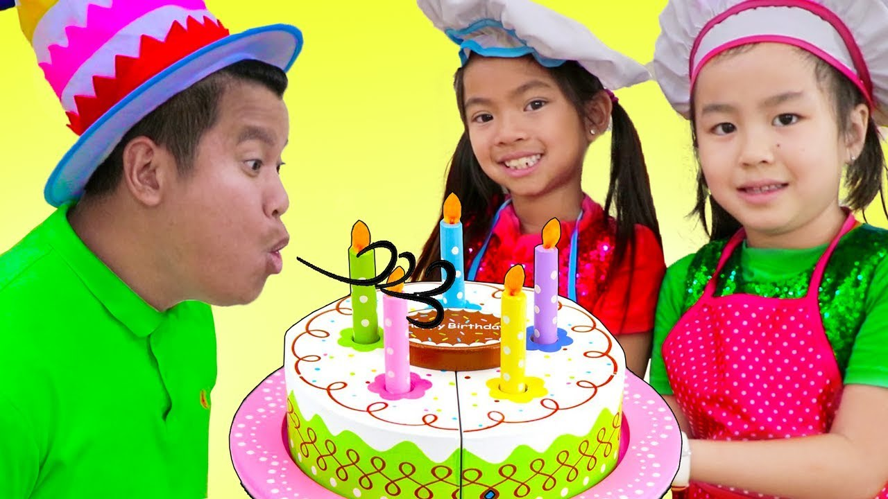 Emma & Jannie Pretend Play w Surprise Party & Happy Birthday Cake Kitchen Food Toys