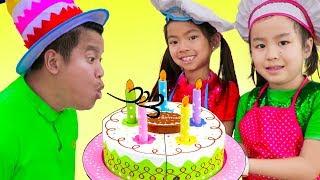 Emma & Jannie Pretend Play w/ Surprise Party & Happy Birthday Cake Kitchen Food Toys