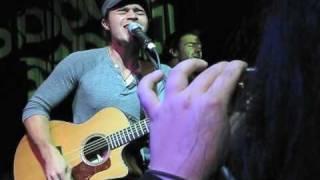 """Kris Allen: """"Falling Slowly"""" (Live)"""