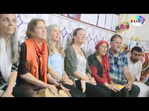 مجموعة أزا الأمريكية تغني للعملاق رويشة أغنيته الخالدة إنايس اناس بمقر تامينوت تراست إنزكان