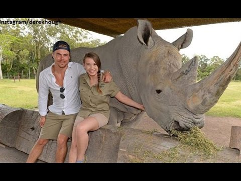 Derek Hough Visits Bindi Irwin At Australia Zoo, Melissa Joan Hart Recalls The '90s