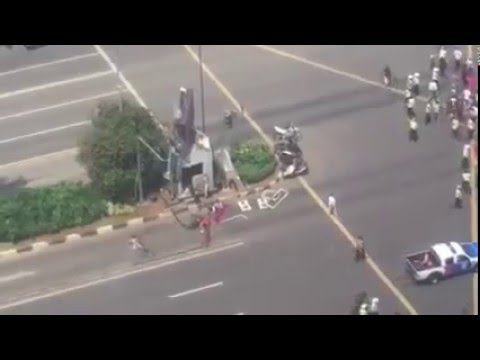 ISIS Attack Jakarta indonesian police injured after bombing and got gun shot in public