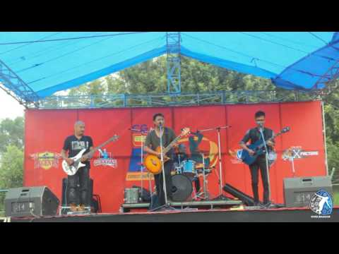 Kali Kali Hissi Pareki by Deepak Bajracharya and the band