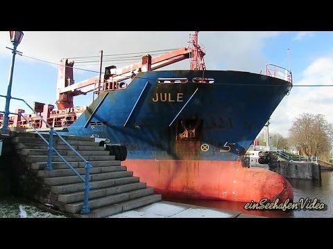 cargo crane seaship JULE V2BK3 IMO 9357999 Emden sealock u-turn with tug timelapse