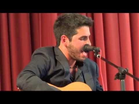 Смотреть клип Один из лучших молодых классических гитаристов, выдающийся бразильский музыкант Лукас Имбириба онлайн бесплатно в качестве