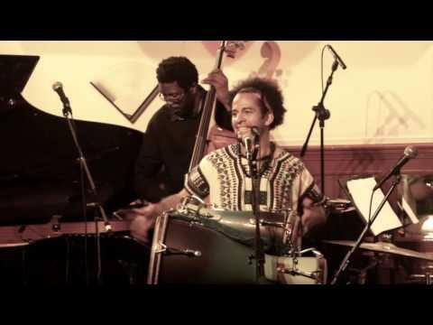 "Yuvisney Aguilar & ""Afro Cuban Jazz Quartet""... Un Tambor Bata !!!"