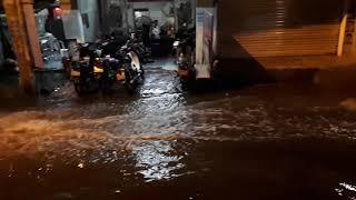 Sài Gòn nước ngập đường như sông dù không có mưa