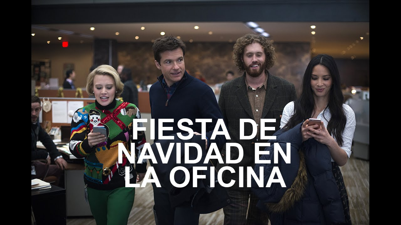 Fiesta de navidad en la oficina primer trailer for Oficinas de youtube mexico