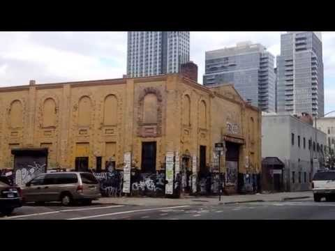 NYC Tour - Kent Avenue in Williamsburg Brooklyn New York