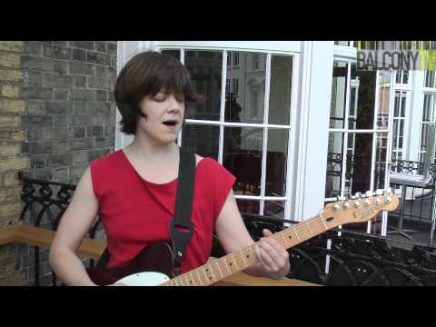 VICTORIA HUME - SEA SONG (BalconyTV)