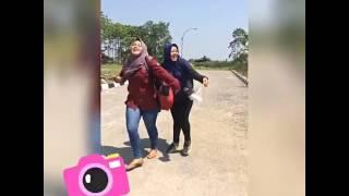 Download Video Dua cewek jilbab tapi...... MP3 3GP MP4