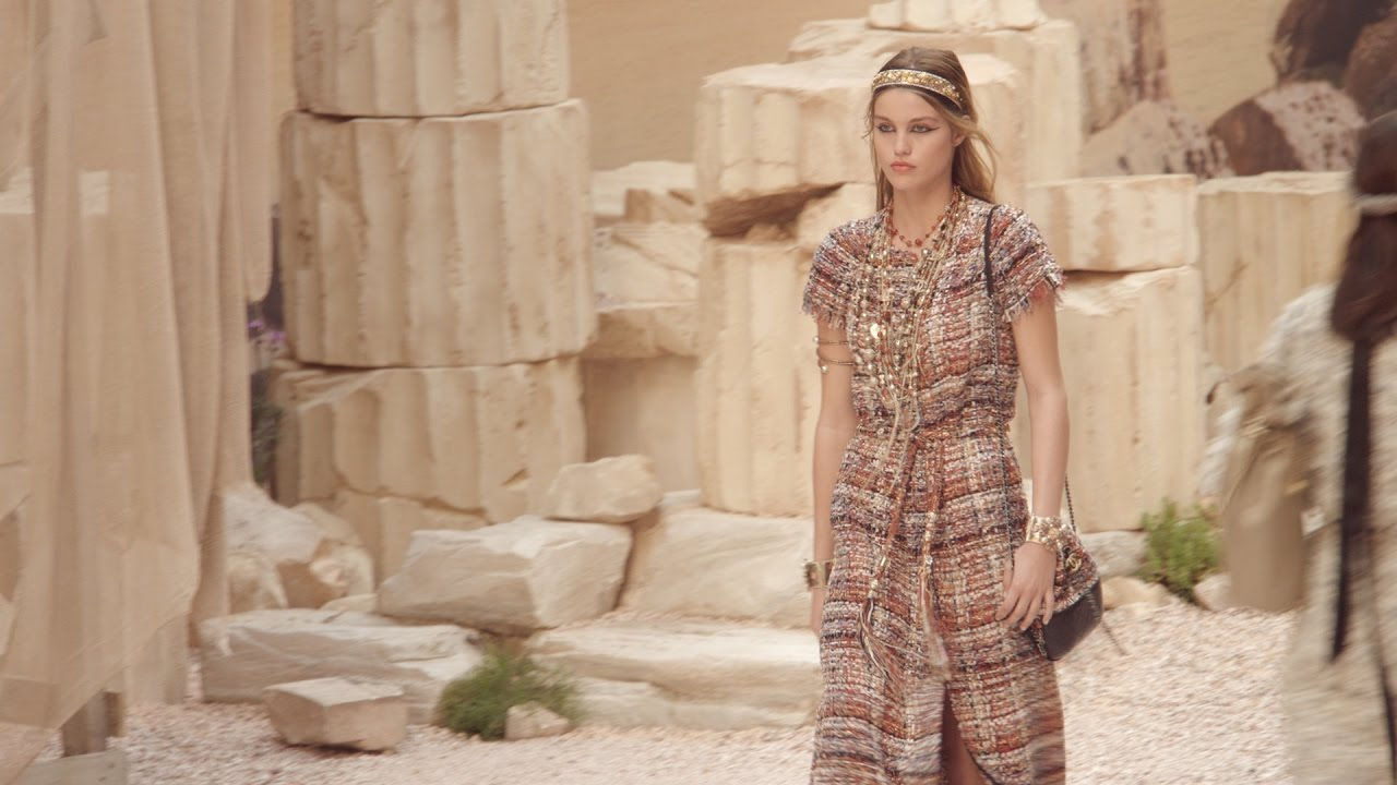 Download Cruise 2017/18 Show – CHANEL Shows