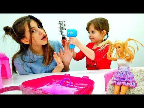 Новая прическа для Вики и куклы Барби! Игры в парикмахерскую.