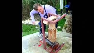 Briquette maker extraordinaire.wmv