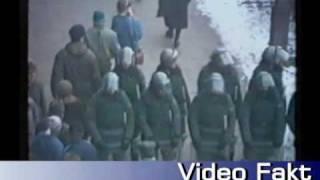 Milicja pilnuje pomnik Lenina w Nowej Hucie 1989 rok