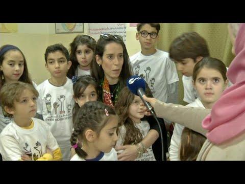 سيدة أردنية تعلم الأطفال العمل التطوعي  - نشر قبل 26 دقيقة