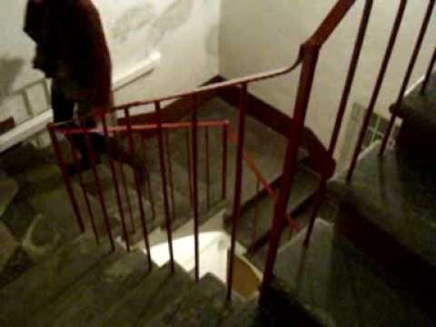 image Sale le scale senza nulla
