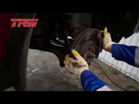 Замена тормозных дисков и колодок компании TRW на автомобиле Toyota Rav4.