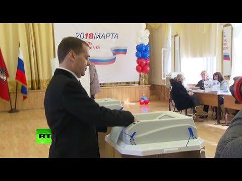 Медведев проголосовал на выборах президента России