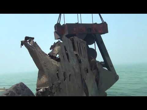 700T 800T CRANE BARGE CHEAP SALVAGE VESSEL WITH BIG GRAB BUCKET WRECK REMOVAL