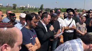 Cantor Tzvi Weiss at Maestro Mordechai Sobol Funeral