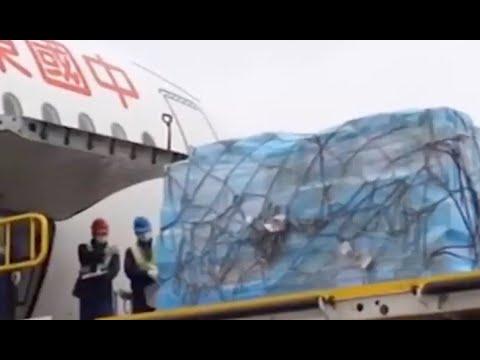 Une équipe d'experts chinois arrive à Rome avec du matériel médical
