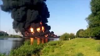 Пожар в Марьино - прорвало трубопровод, горит нефть прямо в реке