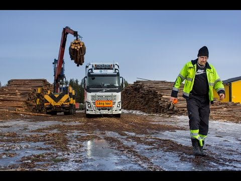 Volvo Trucks - A 30 metre and 90 tonne FH16 timber truck in northern Sweden - Driver's World (E05)
