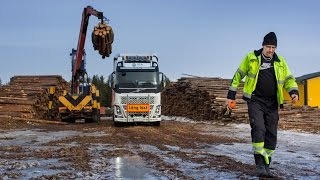 Volvo: Volvo Trucks - A 30 metre and 90 tonne FH16 timber truck in northern Sweden - Driver's World (E05)