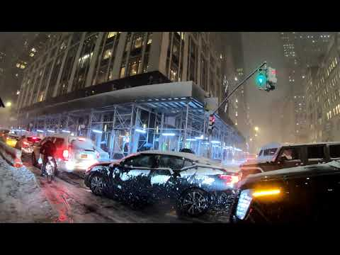 ⁴ᴷ⁶⁰ Walking NYC : First Snow Of The Season (5th Ave, Rockefeller Center, Times Square, Broadway)