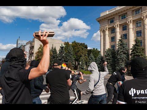 Избиения подростков и слезоточивый газ: как прошел ЛГБТ-парад в Харькове