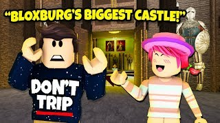 BIGGEST CASTLE EVER BUILT IN BLOXBURG! 24 Stunden in einem Roblox Bloxburg Schloss!
