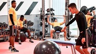 Juventus' #MannequinChallenge