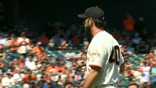TOR@SF: Bumgarner strikes out five over 6 2/3 innings