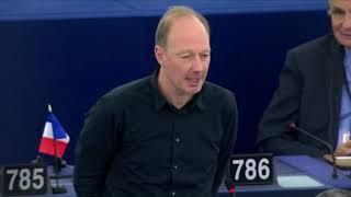 Martin Sonneborn klaut der NPD Redezeit – für fragwürdige Abschiedsworte an Merkel