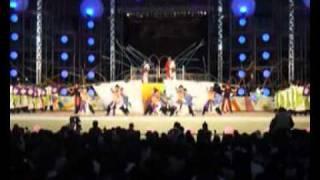 安濃津よさこい 2010 志舞さん メイン会場での演舞です。 曲の特徴をとらえた 志舞さんの踊り。 作曲者冥利につきますわ。 厳しいブ...