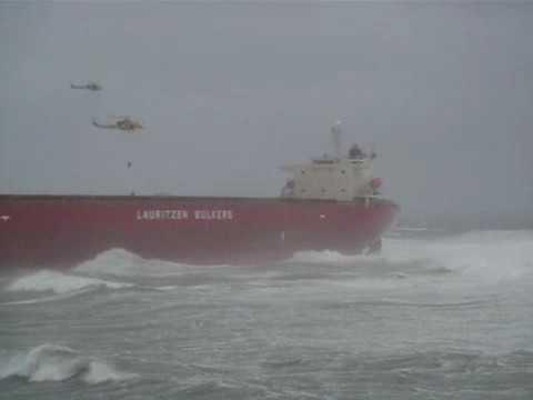 kapal bulk carrier terdampar