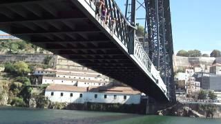 Ribeira do Porto- Jovens mergulham da ponte D. Luis I