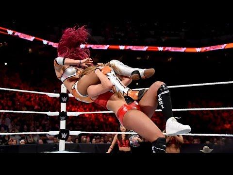 WWE RAW 08/17/15 Divas Champion Nikki Bella vs Sasha Banks