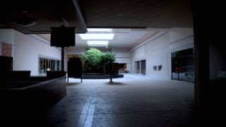 Urbex : EXTREMELY CREEPY ABANDONED MALL w/ POWER
