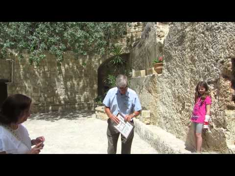 The Garden Tomb of Jerusalem - explanation of the tomb (of Jesus Christ?)